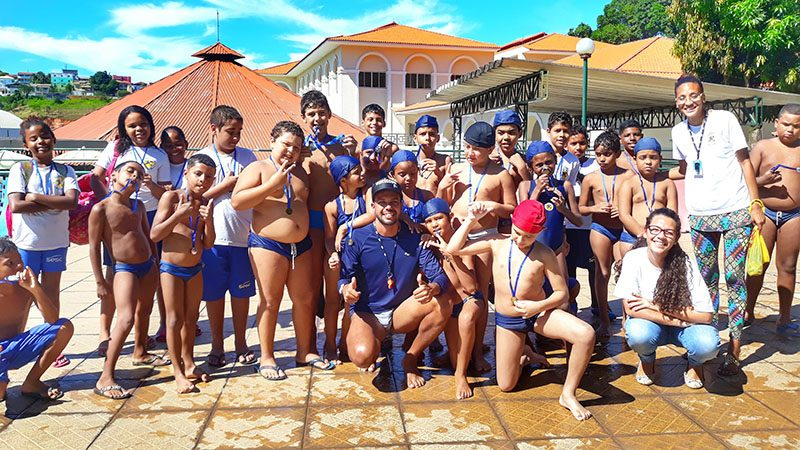 Pecoe realiza campeonato de natação e de futebol