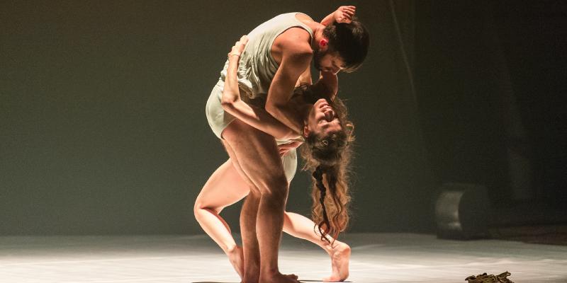 """Espetáculo """"Romeo e Giulietta 1.1 – La Sfocatura dei corpi"""""""