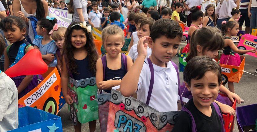 Alunos da escola Sesc de Colatina participaram do desfile cívico da cidade
